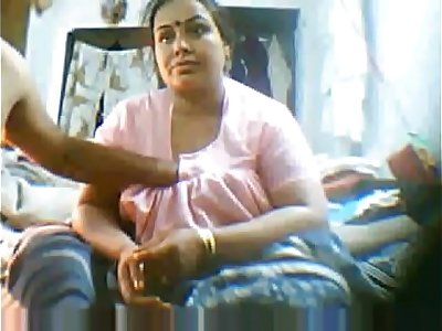 Indian Mature on Webcam for more videos on www.999girlscam.net